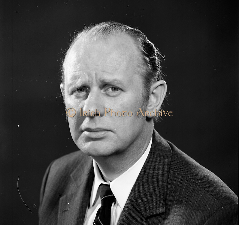 23/06/1972<br /> 06/23/1972<br /> 23 June 1972<br /> Eoin Dillon, Manager of the Gresham Hotel, Dublin.