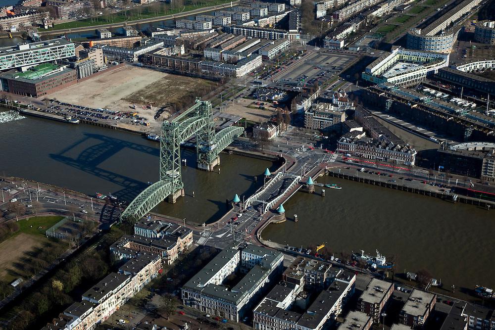 Nederland, Zuid-Holland, Rotterdam, 20-03-2009; Noordereiland en Koningshaven. Het eiland is door middel van Koninginnebrug met de wijk Feijenoord verbonden. De vakwerkbrug links is 'De Hef', voormalige spoorburg. Uiterst linksboven het hoofdkantoor van Unilever Nederland B.V. Op de verschillende braakliggende terreinen zullen in de nabije toekomst stadswoningen gebouwd worden. Air view on the river Meuse of Rotterdam, the isle of the North (Noordereiland) (bottom), the Hef  Bridge, The Lift, a lattice bridge connecting the isle of North and South bank. .Swart collectie, luchtfoto (toeslag); Swart Collection, aerial photo (additional fee required).foto Siebe Swart / photo Siebe Swart