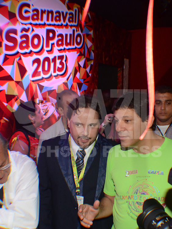 SAO PAULO, SP, 09 FEVEREIRO 2013 - CARNAVAL SP - CAMAROTE BAR BRAHMA - O PREFEITO HADDAD e vistO no Camarote Brahma durante o primeiro dia de desfiles do Grupo Especial no Sambódromo do Anhembi na região norte da capital paulista, nesta sexta-feira, 08. (FOTO: ALAN MORICI / BRAZIL PHOTO PRESS).