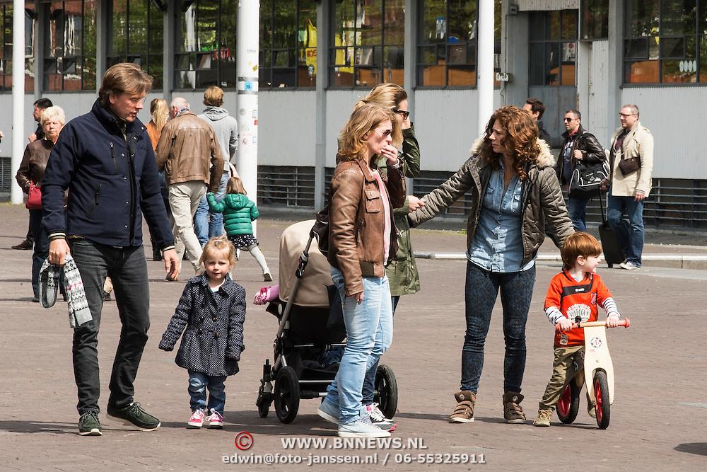 NLD/Amsterdam/20140504 - Dodenherdenking 2014 Olympisch Stadion, Barbara Barend en kinderen Sebastiaan en Livia