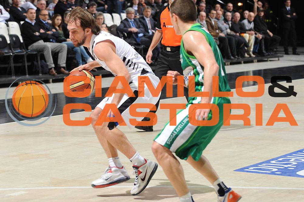 DESCRIZIONE : Bologna Lega A 2012-13 Oknoplast Virtus Bologna Sidigas Avellino<br /> GIOCATORE : Giuseppe Poeta<br /> CATEGORIA : palleggio<br /> SQUADRA : Oknoplast Virtus Bologna <br /> EVENTO : Campionato Lega A 2012-2013 <br /> GARA : Oknoplast Virtus Bologna Sidigas Avellino<br /> DATA : 27/03/2013<br /> SPORT : Pallacanestro <br /> AUTORE : Agenzia Ciamillo-Castoria/M.Marchi<br /> Galleria : Lega Basket A 2012-2013  <br /> Fotonotizia : Bologna Lega A 2012-13 Oknoplast Virtus Bologna Sidigas Avellino Predefinita :