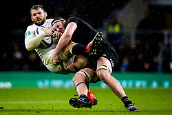 Elliot Daly of England is tackled by Brodie Retallick of New Zealand  - Mandatory by-line: Robbie Stephenson/JMP - 10/11/2018 - RUGBY - Twickenham Stadium - London, England - England v New Zealand - Quilter Internationals