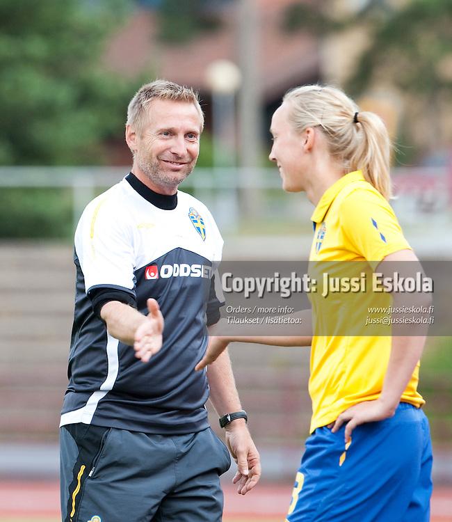 Ruotsin valmentaja Thomas Dennerby. Suomi - Ruotsi. Naisten maaottelu. Pori 22.7.2009. Photo: Jussi Eskola