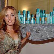 NLD/Amsterdam/20060907 - Presentatie Tom Hairwellness van Tom Sebastian, Isabelle Brinkman