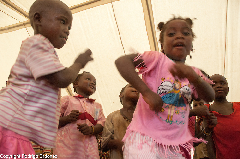Children dance, sing and clap to a song about peace. <br /> Save the Children set up tents to serve as temporary classrooms in the school grounds of the Catholic Mission displacement camp in Du&eacute;kou&eacute;, western C&ocirc;te d'Ivoire. In these spaces, Save the Children is providing education to children under five.
