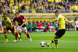 19.10.2013, Signal Iduna Park, GER, 1. FBL, GER, 1. FBL, Borussia Dortmund vs Hannover 96, 9. Runde, im Bild Tor 1-0 Dortmund per Elfmeter durch Marco Reus (#11 Dortmund) // during the German Bundesliga 9th round match between Borussia Dortmund and Hannover 96 Signal Iduna Park in Dortmund, Germany on 2013/10/19. EXPA Pictures &copy; 2013, PhotoCredit: EXPA/ Eibner-Pressefoto/ Kurth<br /> <br /> *****ATTENTION - OUT of GER*****