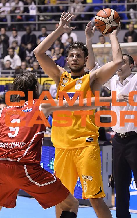 DESCRIZIONE : Torino Auxilium Manital Torino Giorgio Tesi Group Pistoia<br /> GIOCATORE : Stefano Mancinelli<br /> CATEGORIA : passaggio<br /> SQUADRA : Manital Auxilium Torino<br /> EVENTO : Campionato Lega A 2015-2016<br /> GARA : Auxilium Manital Torino Giorgio Tesi Group Pistoia<br /> DATA : 07/12/2015 <br /> SPORT : Pallacanestro <br /> AUTORE : Agenzia Ciamillo-Castoria/R.Morgano<br /> Galleria : Lega Basket A 2015-2016<br /> Fotonotizia : Torino Auxilium Manital Torino Giorgio Tesi Group Pistoia<br /> Predefinita :