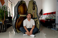 Gao Zhen Min, double-bass maker.