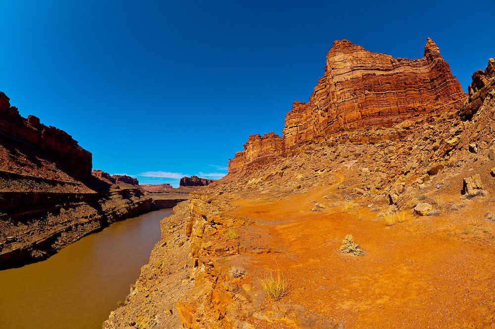 Hiking down from the overview of The Loop, Colorado River, Canyonlands National Park, Utah, USA