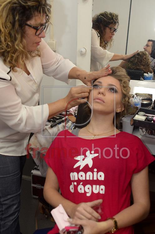 Rio de Janeiro (RJ), 30/08/2014 - Misses se preparam no backstage. Acontece na noite deste sábado (30) na cidade do samba o concurso Miss Universo Rio de Janeiro 2014, entre 18 candidatas que foram selecionadas para a grande final que elege a mulher mais bonita da cidade maravilhosa, desfilando em traje de gala e de banho. Foto: ADRIANO ISHIBASHI/FRAME