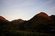 Pedra Bonita_MG, Brasil...Vista panoramica de casas na paisagem rural em Pedra Bonita...The panoramic view of houses in the rural landscape in Pedra Bonita...Foto: LEO DRUMOND / NITRO