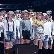 NLD/Amsterdam/20121117 - Danny de Munk 30 jaar in het vak, kinderkoor verkleed als Ciske de Rat