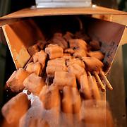 Antica Torroneria Piemontese, produce Torroni e specialita' con tecniche artigianali. Il torrone delle Langhe è composto da miele, zucchero, cioccolato, tante nocciole, ma anche qualche mandorla.