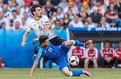 26.06.2016, Stade Pierre Mauroy, Lille, FRA, UEFA Euro 2016, Deutschland vs Slowakei, Achtelfinale, im Bild Mats Hummels (GER), Michal Duris (SVK) // Mats Hummels (GER) Michal Duris (SVK) during round of 16 match between Germany and Slovakia of the UEFA EURO 2016 France at the Stade Pierre Mauroy in Lille, France on 2016/06/26. EXPA Pictures © 2016, PhotoCredit: EXPA/ JFK