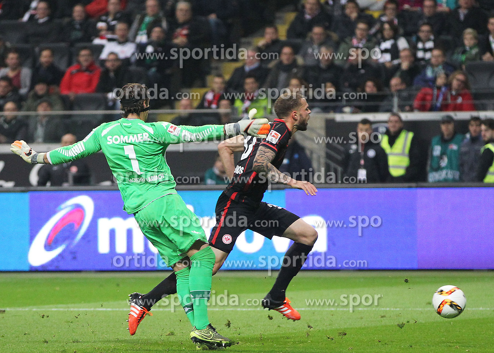 17.10.2015, Commerzbank Arena, Frankfurt, GER, 1. FBL, Eintracht Frankfurt vs Borussia Moenchengladbach, 9. Runde, im Bild v.l. Zweikampf, Luc Castaignos (Eintracht Frankfurt) Torwart Yann Sommer (Borussia Moenchengladbach) Foul und Strafstoss // during the German Bundesliga 9th round match between Eintracht Frankfurt vs Borussia Moenchengladbach at the Commerzbank Arena in Frankfurt, Germany on 2015/10/17. EXPA Pictures &copy; 2015, PhotoCredit: EXPA/ Eibner-Pressefoto/ Voelker<br /> <br /> *****ATTENTION - OUT of GER*****