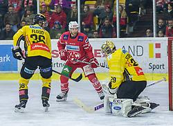 24.01.2020, Stadthalle, Klagenfurt, AUT, EBEL, EC KAC vs Vienna Capitals, 43. Runde, im Bild Mark FLOOD (SPUSU VIENNA CAPITALS, #36), Johannes Bischofberger (EC KAC, #46), Bernhard STARKBAUM (SPUSU VIENNA CAPITALS, #29) // during the Erste Bank Eishockey League 43th round match between EC KAC and Vienna Capitals at the Stadthalle in Klagenfurt, Austria on 2020/01/24. EXPA Pictures © 2020, PhotoCredit: EXPA/ Gert Steinthaler
