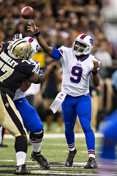 NEW ORLEANS, LA - OCTOBER 27:  Thad Lewis #9 of the Buffalo Bills throws a pass against the New Orleans Saints at Mercedes-Benz Superdome on October 27, 2013 in New Orleans, Louisiana.  The Saints defeated the Bills 35-14.  (Photo by Wesley Hitt/Getty Images) *** Local Caption *** Thad Lewis