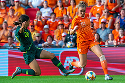 01-06-2019 NED: Netherlands - Australia, Eindhoven<br /> <br /> Friendly match in Philips stadion Eindhoven. Netherlands win 3-0 / Jill Roord #19 of The Netherlands, Sam Kerr #20 of Australia