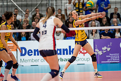 07-11-2016 NED: CEV CL Sliedrecht Sport - Imoco Volley Conegliano, Sliedrecht<br /> In een volgepakt Sporthal De Basis speelt Sliedrecht de derde wedstrijd in de Champions League / Kimberly Hill #15 of Imoco Volley Conegliano