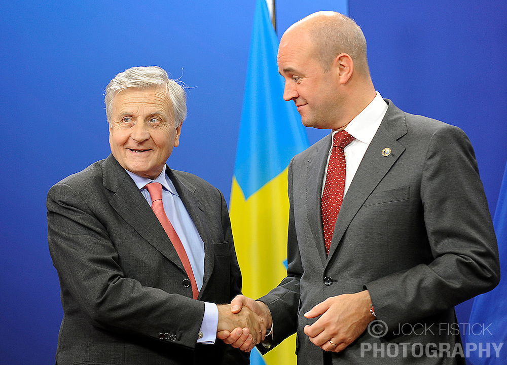 Jean-Claude Trichet, president of the European Central Bank, left, is greeted by Fredrik Reinfeldt, Sweden's prime minister and standing president of the European Council, as he arrives for the European Summit at the EU headquarters in Brussels, Belgium, on Thursday, Sept. 17, 2009. European Union leaders may call for sanctions on banks that pay excessive bonuses, fearing that runaway executive pay could trigger another financial crisis, a draft text showed.  (Photo © Jock Fistick)