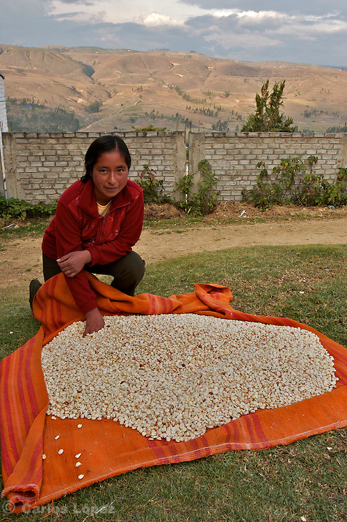 "A YOUNG WOMAN WITH DRY CORN TO PREPARE ""MOTE"" WHICH IS A TIPICAL FOOD IN THAT PART OF THE HIGHLANDS"