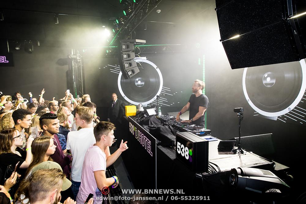 NLD/Amsterdam/20171019 - Prijsuitreiking en mini concert David Guetta, miniconcert David Guetta