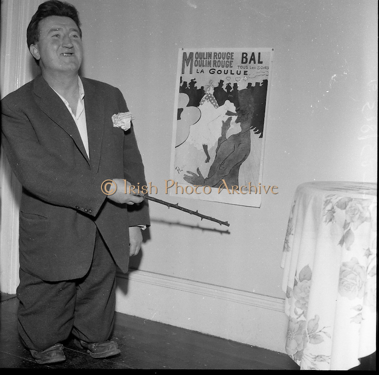 10/08/1960<br /> 08/10/1960<br /> 10 August 1960<br /> Brendan Behan in the guise of Toulouse Lautrec.