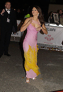 Elizabeth Hurley, Fashion Rocks in aid of the Princes trust, royal albert Hall, 15  october 2003.   © Copyright Photograph by Dafydd Jones 66 Stockwell Park Rd. London SW9 0DA Tel 020 7733 0108 www.dafjones.com