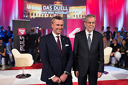 "20.11.2016, Puls4 Wahlarena, Wien, AUT, Puls4 Duell ""Wer wird Präsident"" anlässlich der Präsidentschaftswahl 2016, im Bild v.l.n.r. FPÖ-Präsidentschaftskandidat Norbert Hofer und Präsidentschaftskandidat Alexander Van der Bellen // f.l.t.r. Candidate for Presidential Elections Norbert Hofer (Austrian Freedom Party) and Candidate for Presidential Elections Alexander Van der Bellen before television confrontation beetwen top candidates for the austrian presidential elections in Vienna, Austria on 2016/11/20, EXPA Pictures © 2016, PhotoCredit: EXPA/ Michael Gruber"