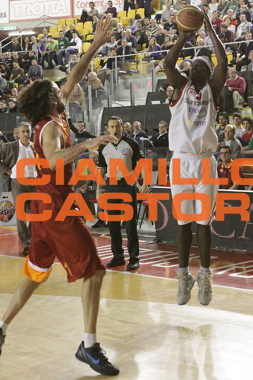 DESCRIZIONE : Roma Lega Basket A 2011-12  Acea Virtus Roma Banca Tercas Teramo<br /> GIOCATORE : Brown Brandon<br /> CATEGORIA : three points<br /> SQUADRA : Banca Tercas Teramo<br /> EVENTO : Campionato Lega A 2011-2012 <br /> GARA : Acea Virtus Roma Banca Tercas Teramo<br /> DATA : 16/04/2012<br /> SPORT : Pallacanestro  <br /> AUTORE : Agenzia Ciamillo-Castoria/ GiulioCiamillo<br /> Galleria : Lega Basket A 2011-2012  <br /> Fotonotizia : Roma Lega Basket A 2011-12 Acea Virtus Roma Banca Tercas Teramo<br /> Predefinita :