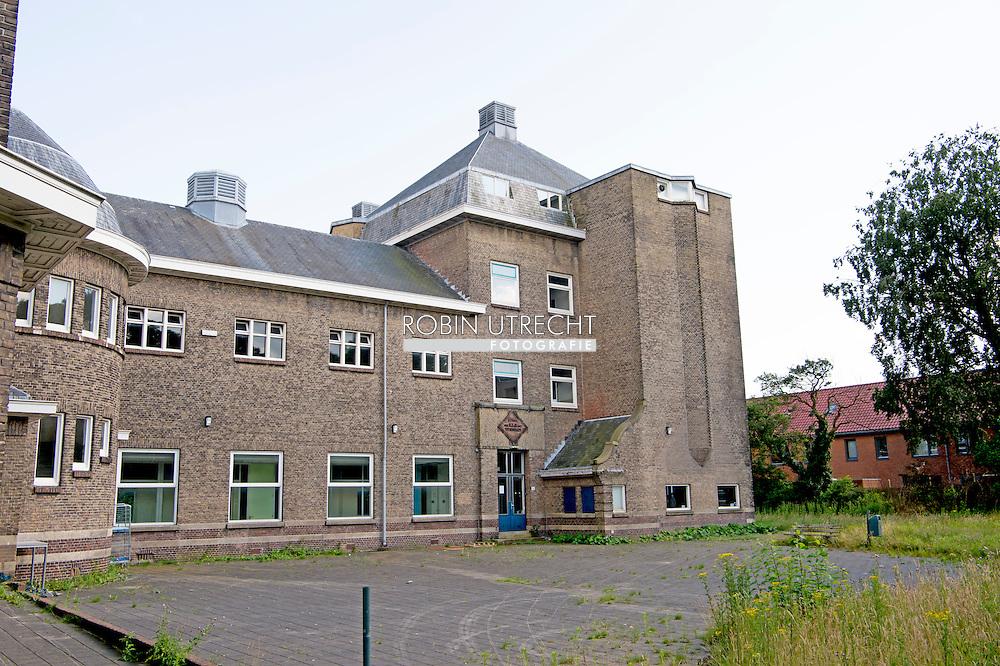 eigen ROTTERDAM - Exterieur van het oude roc-gebouw in Rotterdam-Zuid dat is aangekocht door de salafistische organisatie Waqf. moskee islam isis , kamer | opheldering | over | salafistenschool | wil COPYRIGHT ROBIN UTRECHT
