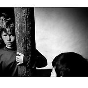 """Autor de la Obra: Aaron Sosa<br /> Título: """"Serie: Venezuela Cotidiana""""<br /> Lugar: Mucuchies, Estado Mérida - Venezuela <br /> Año de Creación: 2001<br /> Técnica: Captura digital en RAW impresa en papel 100% algodón Ilford Galeríe Prestige Silk 310gsm<br /> Medidas de la fotografía: 33,3 x 22,3 cms<br /> Medidas del soporte: 45 x 35 cms<br /> Observaciones: Cada obra esta debidamente firmada e identificada con """"grafito – material libre de acidez"""" en la parte posterior. Tanto en la fotografía como en el soporte. La fotografía se fijó al cartón con esquineros libres de ácido para así evitar usar algún pegamento contaminante.<br /> <br /> Precio: Consultar<br /> Envios a nivel nacional  e internacional."""