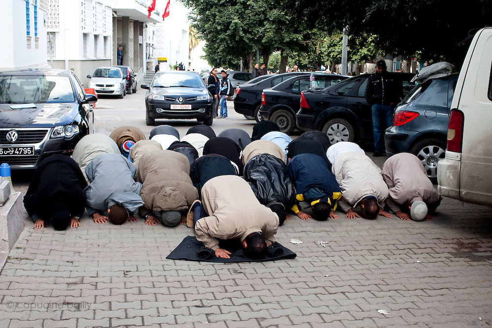 Tunis, Tunisia. January 26th 2011.Men pray in a street near the Casbah.....
