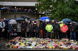 © Licensed to London News Pictures. 06/06/2017. London, UK.  Member son the public observe a minutes silence at London Bridge in central London for those who lost their life in a terrorist attack on Saturday evening. Three men attacked members of the public  after a white van rammed pedestrians on London Bridge.   Ten people including the three suspected attackers were killed and 48 injured in the attack. Photo credit: Ben Cawthra/LNP