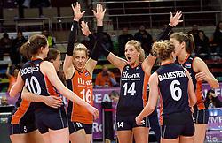 07-01-2016 TUR: European Olympic Qualification Tournament Nederland - Kroatie, Ankara<br /> Nederland verslaat Kroatië met 3-0 en gaat als groepswinnaar de halve finale in / Debby Stam-Pilon #16, Laura Dijkema #14, Lonneke Sloetjes #10, Anne Buijs #11, Maret Balkestein-Grothues #6