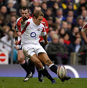 Twickenham, GREAT BRITAIN, Jonny WILKINSON kicking a second half penalty, during the  England vs Italy, Six Nations Rugby match,  played at the  RFU Twickenham Stadium on Sat 10.02.2007  [Photo, Peter Spurrier/Intersport-images].....