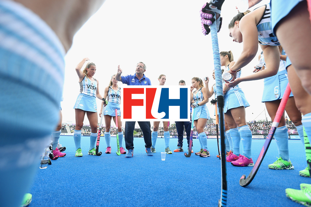 LONDON, ENGLAND - JUNE 21:  Argentina coach Gabriel Minadeo talks to his players at first break during the FIH Women's Hockey Champions Trophy match between Australia and Argentina at Queen Elizabeth Olympic Park on June 21, 2016 in London, England.  (Photo by Alex Morton/Getty Images)
