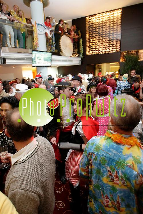 Mannheim. Dorint Hotel. Maskenball des Feuerio<br /> <br /> Bild: Markus Proflwitz / masterpress /  <br /> <br />  *** Local Caption *** masterpress Mannheim - Pressefotoagentur<br /> Markus Proflwitz<br /> C8, 12-13<br /> 68159 MANNHEIM<br /> +49 621 33 93 93 60<br /> info@masterpress.org<br /> Dresdner Bank<br /> BLZ 67080050 / KTO 0650687000<br /> DE221362249
