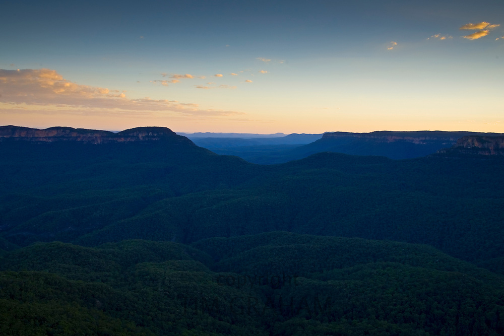 The Three Sisters from Echo Point, Blue Mountains National Park, New South Wales, Australia.