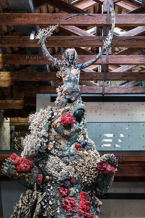 """Venezia - Punta della Dogana . La mostra di Damien Hirst: """"Tresaures from the Wreck of Unbelievable. The warrior and the bear."""