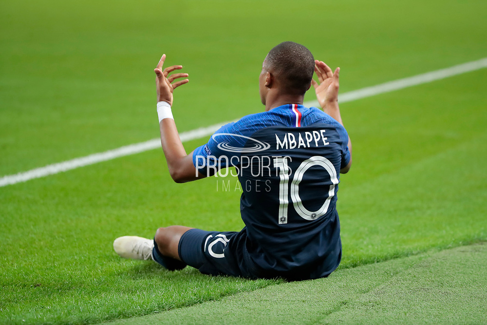 Kylian Mbappe (FRA) on the floor after been hurted by Kenny Tete (NDL) during the UEFA Nations League, League A, Group 1 football match between France and Netherlands on September 9, 2018 at Stade de France stadium in Saint-Denis near Paris, France - Photo Stephane Allaman / ProSportsImages / DPPI