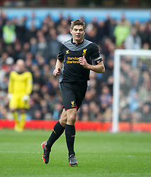 BIRMINGHAM, ENGLAND - Easter Sunday, March 31, 2013: Liverpool's captain Steven Gerrard in action against Aston Villa during the Premiership match at Villa Park. (Pic by David Rawcliffe/Propaganda)