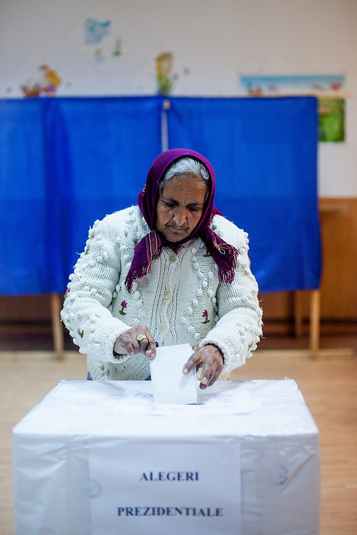 Ana, a grandmother from the Roma community in Marginenii de Jos is electing the new Romanian president.