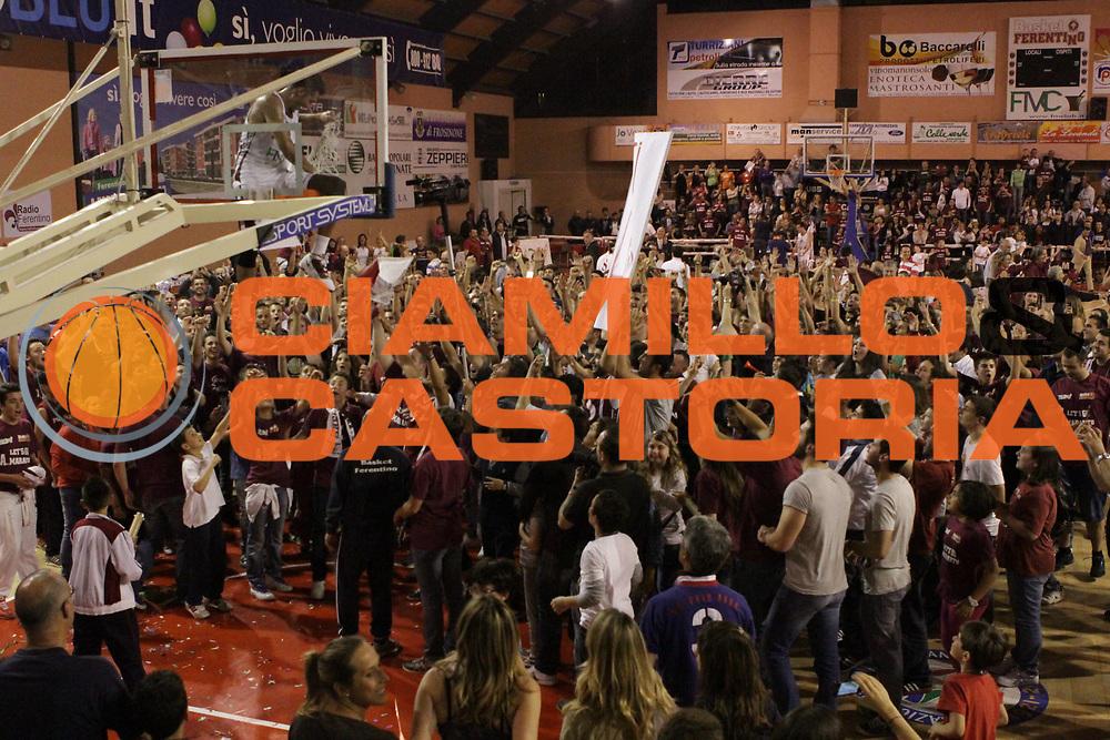 DESCRIZIONE : Ferentino LNP Lega Nazionale Pallacanestro DNA playoff 2011-12 FMC Ferentino Acegas Trieste<br /> GIOCATORE : tifosi<br /> CATEGORIA : esultanza<br /> SQUADRA : FMC Ferentino <br /> EVENTO : LNP Lega Nazionale Pallacanestro DNA playoff 2011-12 <br /> GARA : FMC Ferentino Acegas Trieste<br /> DATA : 25/05/2012<br /> SPORT : Pallacanestro<br /> AUTORE : Agenzia Ciamillo-Castoria/M.Simoni<br /> Galleria : LNP  2011-2012<br /> Fotonotizia :Ferentino LNP Lega Nazionale Pallacanestro DNA playoff 2011-12 FMC Ferentino Aceagas Trieste<br /> Predefinita :