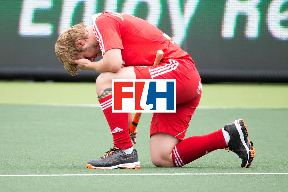 THE HAGUE - Rabobank Hockey World Cup 2014 - 15-06-2014 - 3/4 Place - MEN -  ARGENTINA - ENGLAND  - verslagenheid engeland bij Ashley Jackson.<br /> Copyright: Willem Vernes