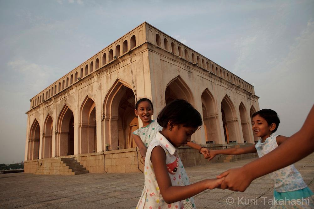 Children play at Taramati Baradari in Hyderabad, India on April 19, 2012<br /> (Photo by Kuni Takahashi)