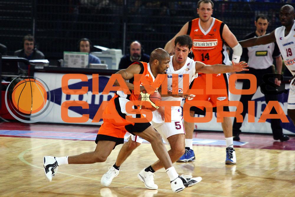 DESCRIZIONE : Roma Lega A1 2005-06 Lottomatica Virtus Roma Snaidero Udine <br /> GIOCATORE : Allen <br /> SQUADRA : Snaidero Udine <br /> EVENTO : Campionato Lega A1 2005-2006 <br /> GARA : Lottomatica Virtus Roma Snaidero Udine <br /> DATA : 11/02/2006 <br /> CATEGORIA : Penetrazione <br /> SPORT : Pallacanestro <br /> AUTORE : Agenzia Ciamillo-Castoria/G.Ciamillo