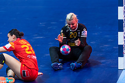 14-12-2018 FRA: Women European Handball Championships Russia - Romania, Paris<br /> First semi final Russia - Romania 28 - 22 / Yuliya Dumanska #20 of Romania