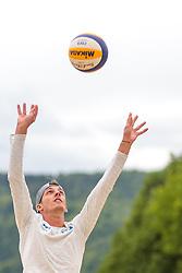 24.05.2017, Sportzentrum Rif, Salzburg, AUT, OESV, Skisprung, Trainingskurs Rif, im Bild Gregor Schlierenzauer (AUT) beim Beachvolleyball spielen // Gregor Schlierenzauer (AUT) during Beachvolleyball Match during a Trainingscamp of Austrian Skijumping Team at the Sportcenter Rif, Salzburg, Austria on 2017/05/24. EXPA Pictures © 2017, PhotoCredit: EXPA/ JFK