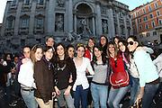 ROMA 27.03.2010<br /> PROGETTO COLLEGE ITALIA <br /> NELLA FOTO: LE ATLETE DEL TEAM COLLEGE ITALIA DURANTE UNA VISITA ALLA FONTANA DI TREVI DI ROMA